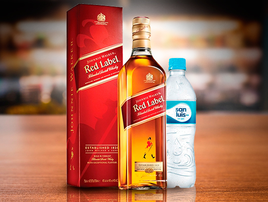 WHISKY JW ET. ROJA 750 ML. + 2 BOT. AGUA PERSONAL